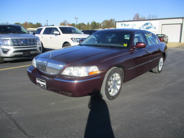 Pre Owned 2006 Lincoln Town Car Signature Limited 4dr Car In De